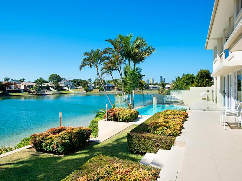 17-Villa-Crt-Broadbeach-Waters