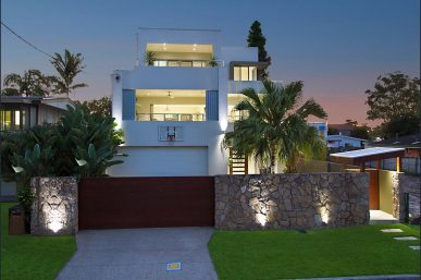 CONTEMPORARY TRI LEVEL RESIDENCE IN PRESTIGIOUS TSS PRECINCT (Kollosche Prestige Agents)