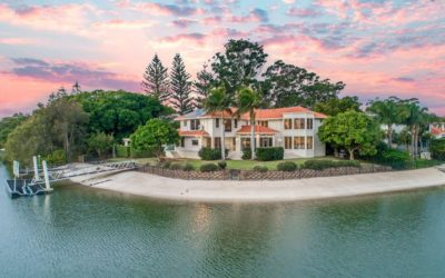 POINT POSITION PERFECTION ON A RARE 1292M2 BLOCK, ADJOINS 6 ACRES OF WATERFRONT PARKLANDS. (Sam Guo & Julia Kuo)
