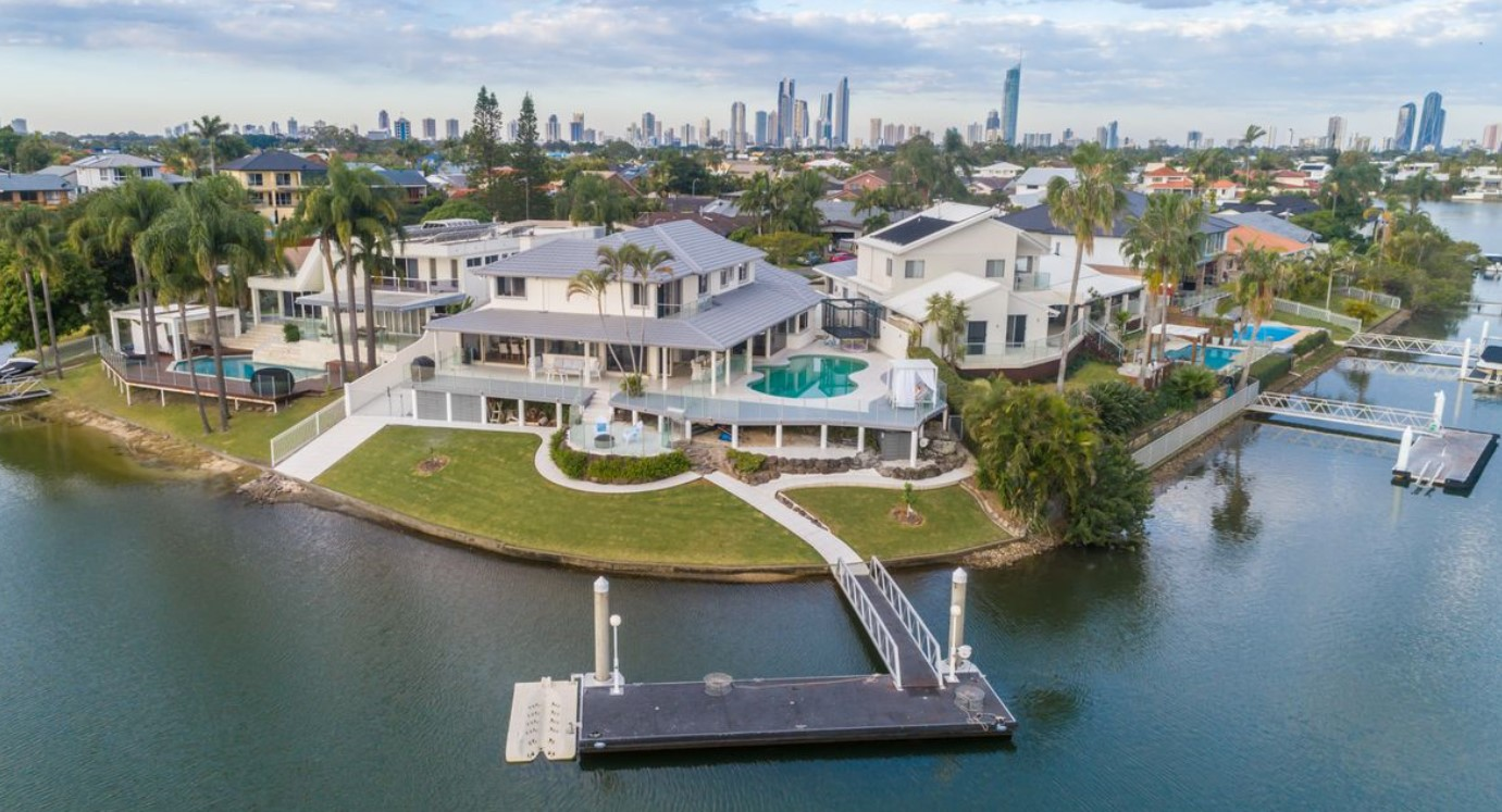 https://raywhitebroadbeach.com/properties/sold-residential/qld/benowa-waters-4217/house/2158332