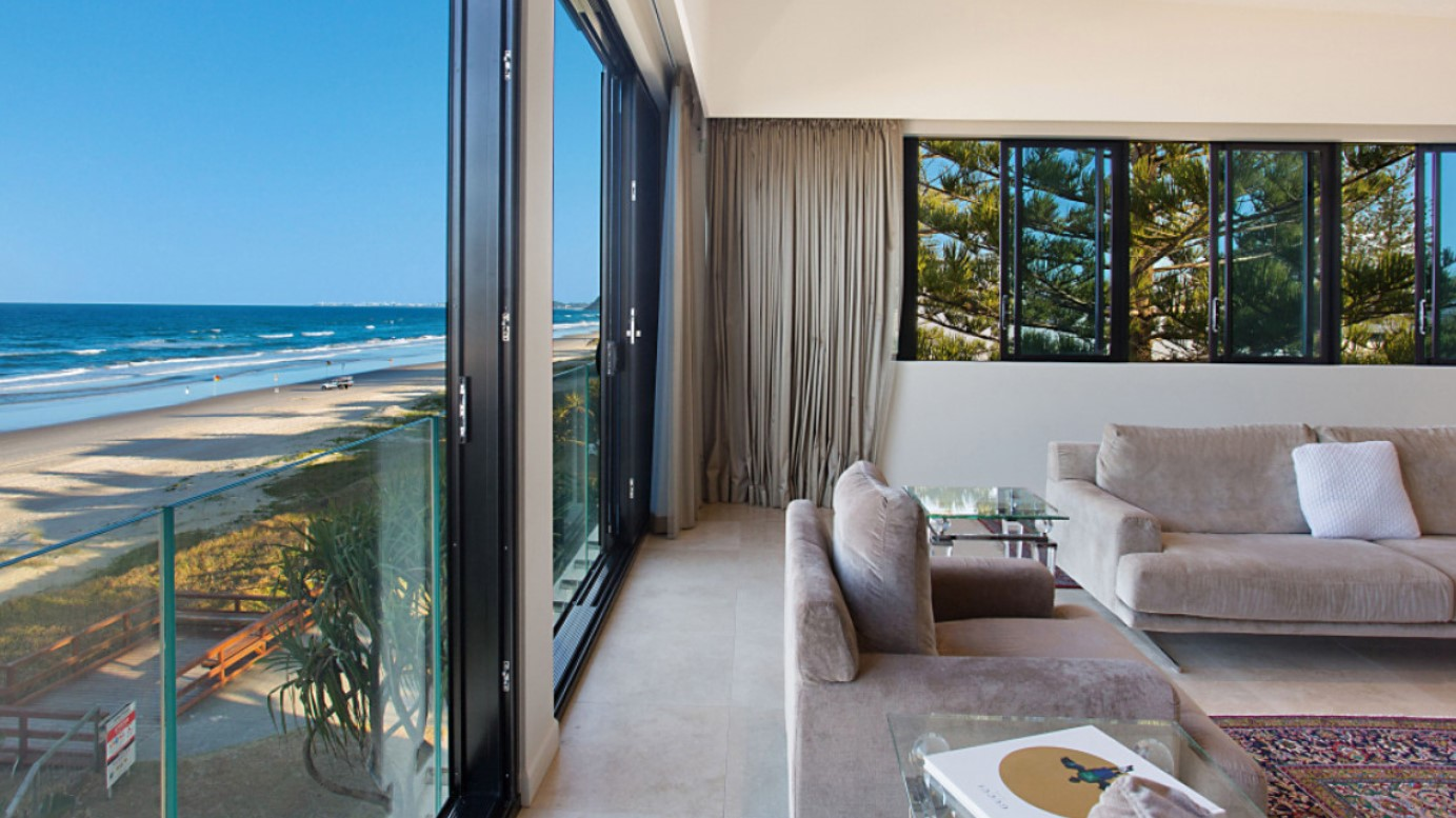 https://kollosche.com.au/17-hedges-avenue-mermaid-beach-qld-4218/