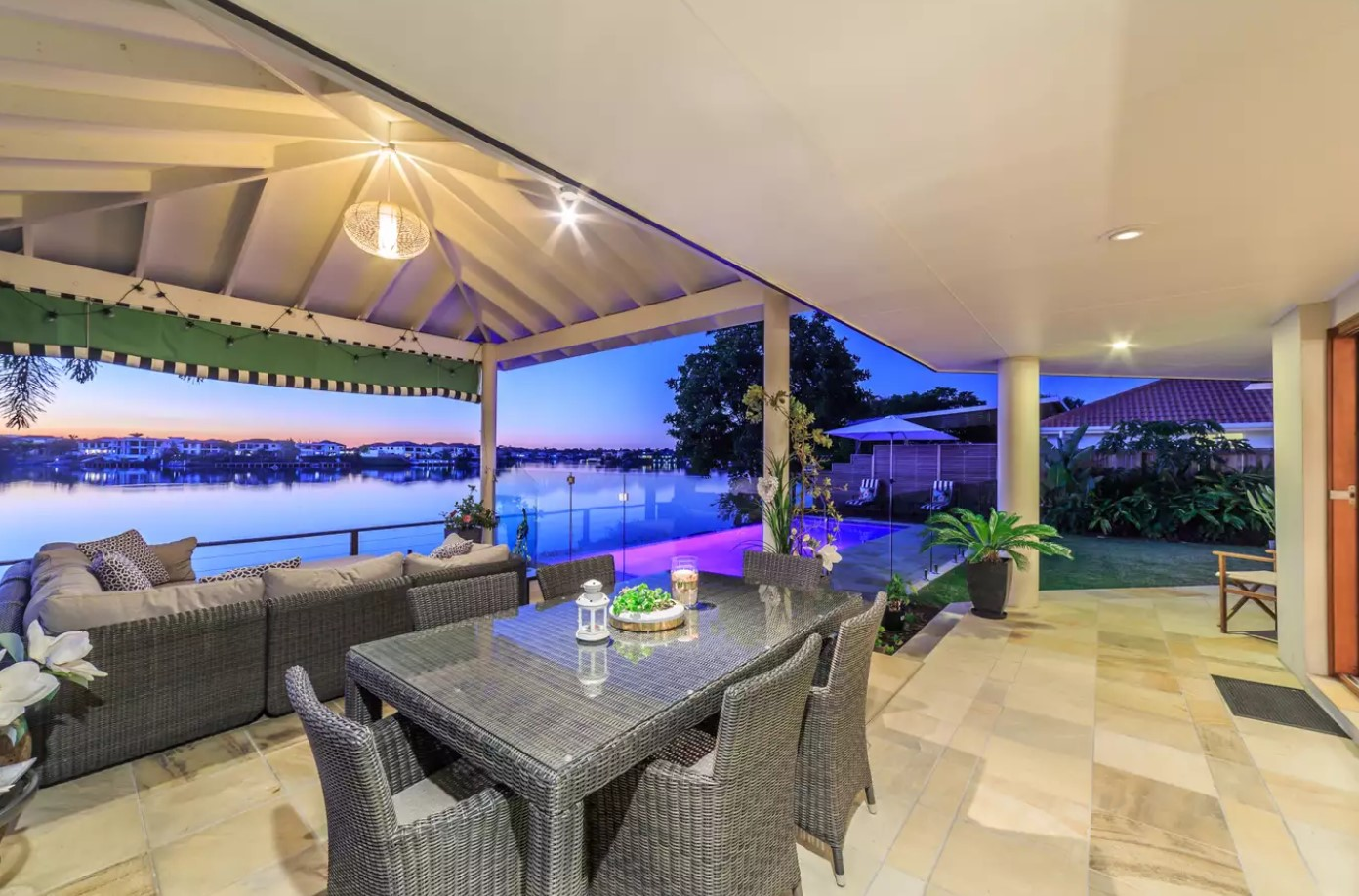 https://raywhitebroadbeach.com/properties/sold-residential/qld/clear-island-waters-4226/house/2158302