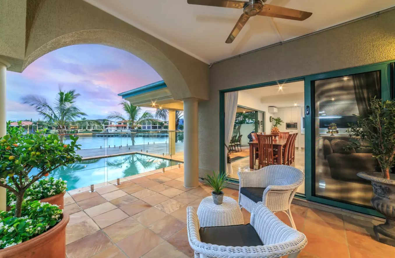 https://raywhitebroadbeach.com/properties/sold-residential/qld/clear-island-waters-4226/house/2083294
