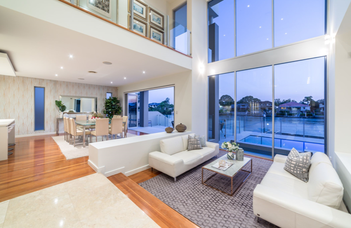 https://raywhitebroadbeach.com/properties/residential-for-sale/qld/benowa-waters-4217/house/2214404