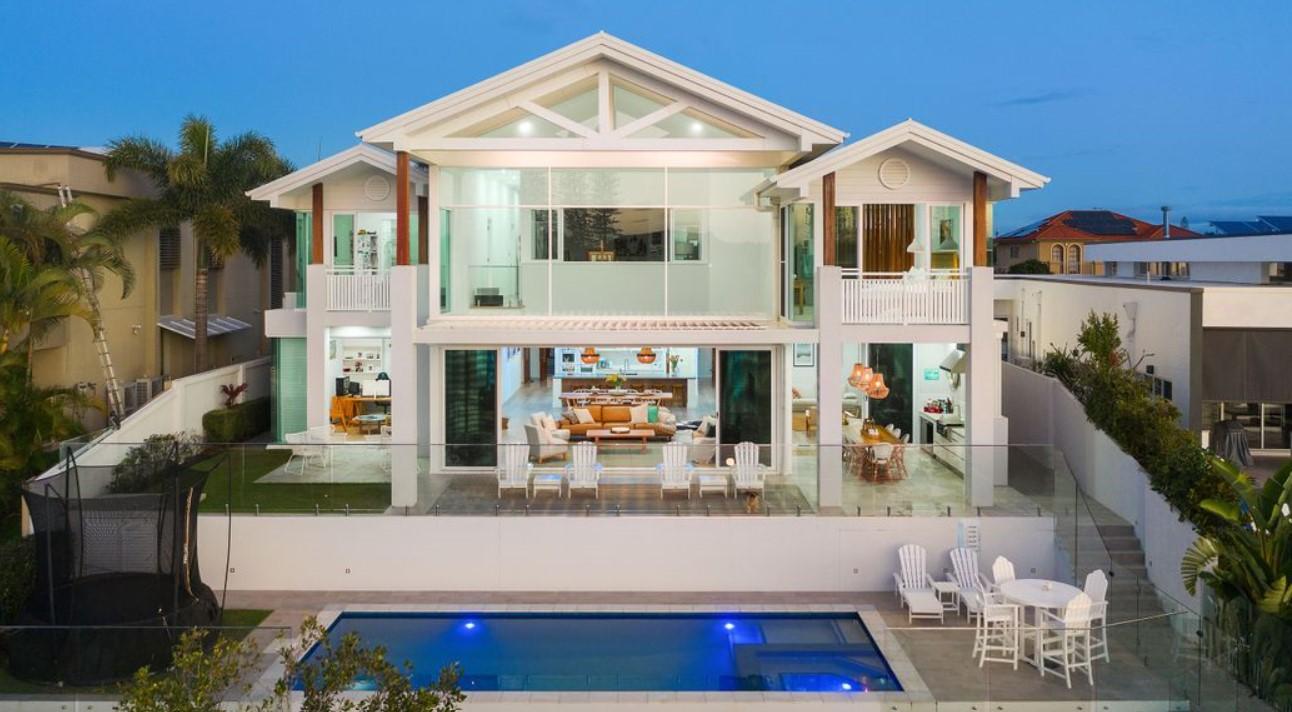 https://www.realestate.com.au/property-house-qld-broadbeach+waters-133799454