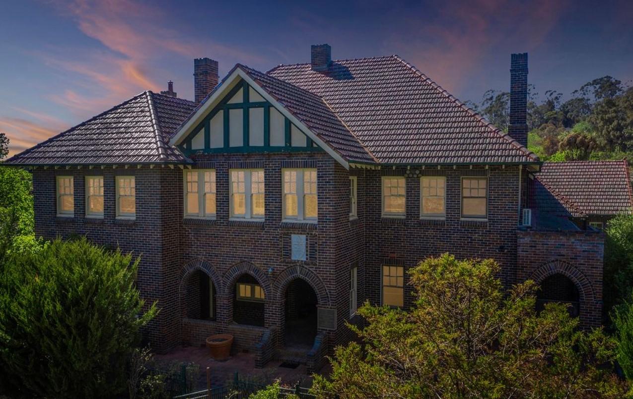 https://www.realestate.com.au/sold/property-unit-nsw-armidale-133603934