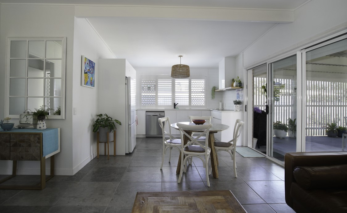 https://www.kollosche.com.au/64-t-e-peters-drive-broadbeach-waters-qld-5610878/