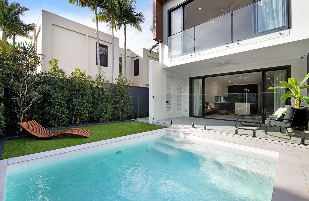https://www.kollosche.com.au/1-2-48-burra-street-street-chevron-island-qld-5633994/