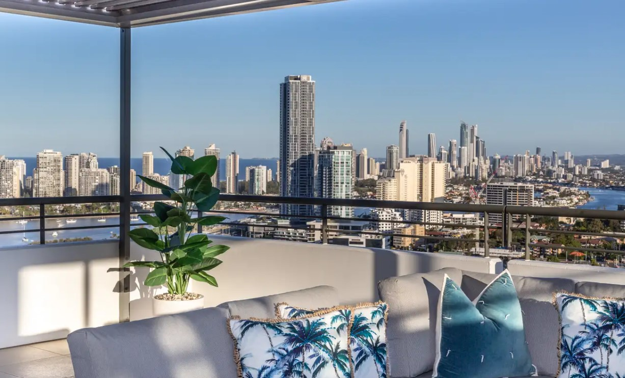 https://raywhitebroadbeach.com/properties/residential-for-sale/qld/southport-4215/apartment/2318178