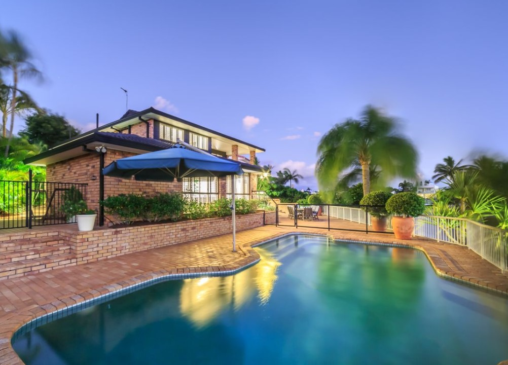 https://raywhitebroadbeach.com/properties/residential-for-sale/qld/sorrento-4217/house/2290038