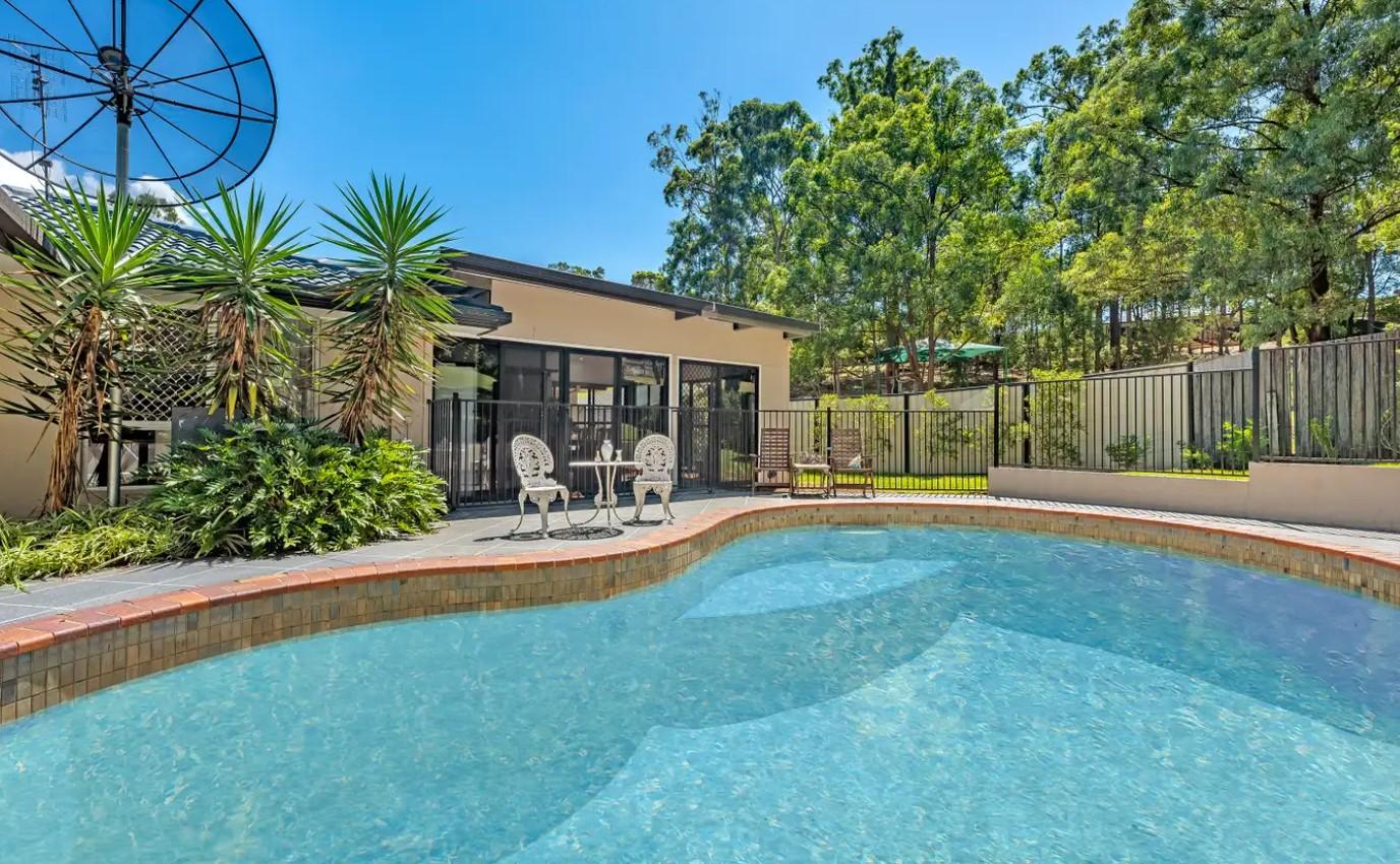 https://raywhitebroadbeachwaters.com.au/properties/sold-residential/qld/molendinar-4214/house/2286083