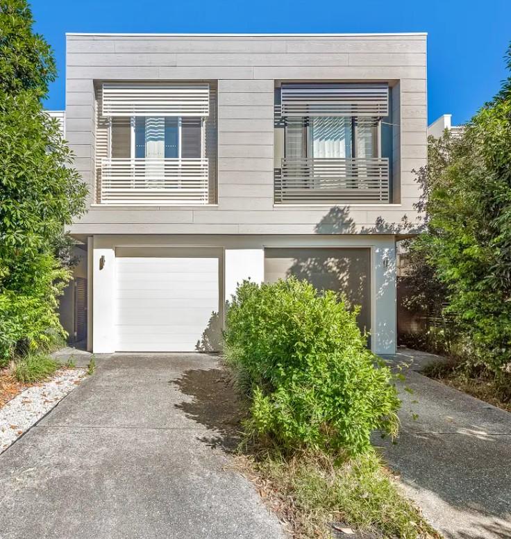 https://raywhitebroadbeachwaters.com.au/properties/sold-residential/qld/robina-4226/townhouse/2406729