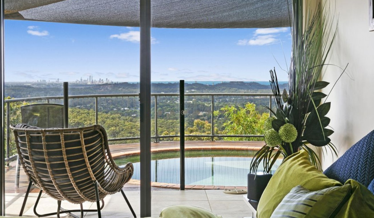 https://www.realestate.com.au/sold/property-house-qld-tallebudgera-134642658