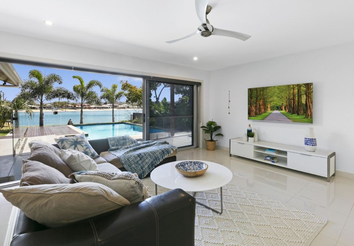 https://www.realestate.com.au/sold/property-house-qld-palm+beach-134413702