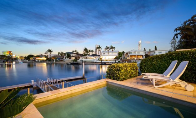 Timeless Waterfront Sophistication and Skyline Vistas (Kollosche)