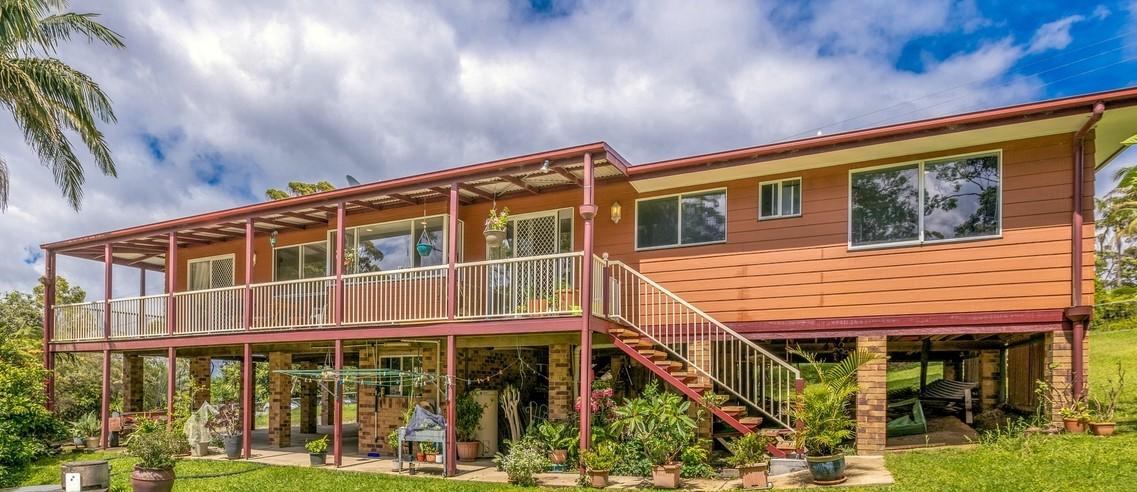 https://www.professionalstamborinemountain.com.au/real-estate/property/1159461/204-freemans-road-lower-beechmont-qld-4211/