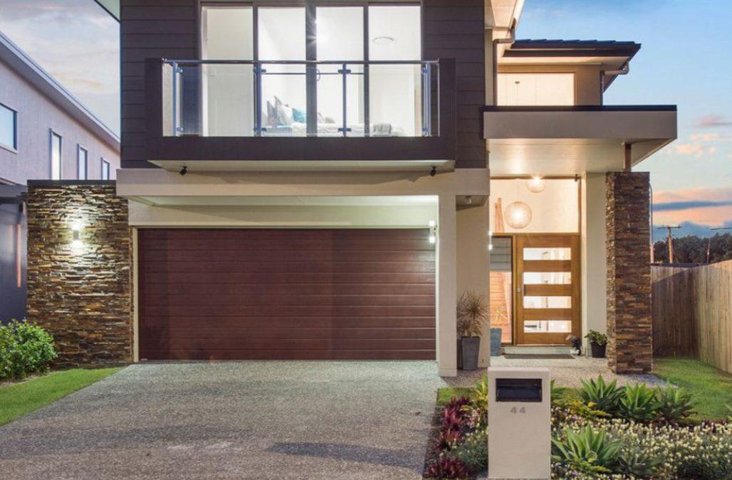 A Custom-Built, Contemporary Cova Estate Delight (Professionals Vertullo Real Estate)