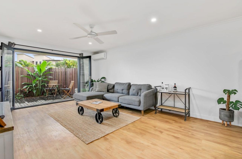 https://www.realestate.com.au/property-unit-qld-palm+beach-135786854
