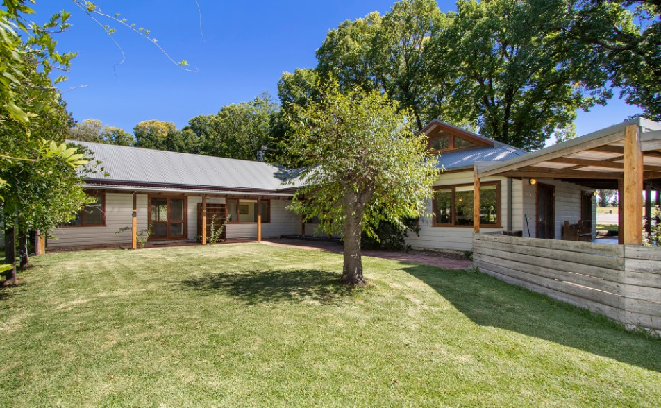 Delightful Rural Family Home with Grannie Flat on 3 Acres (Laing and Simmons Armidale)