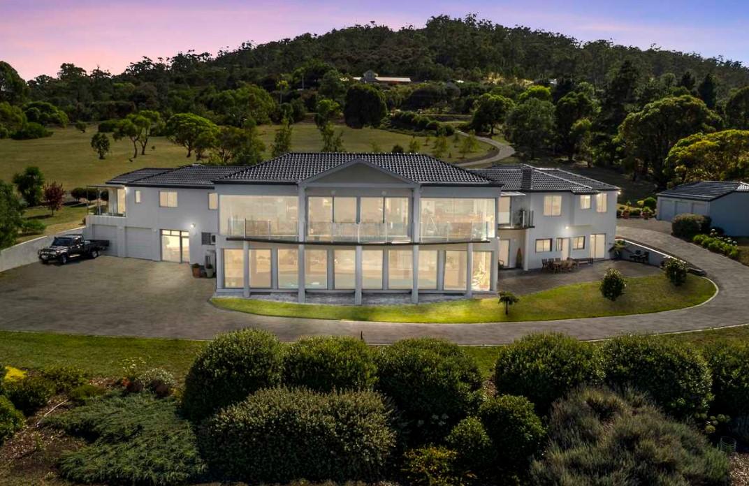 https://harcourts.com.au/Property/861970/THS25445/257-South-Arm-Road
