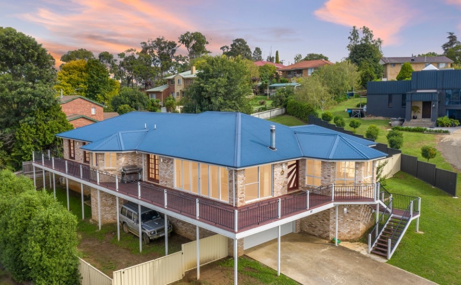 Live the North Armidale Family Dream (Laing + Simmons)