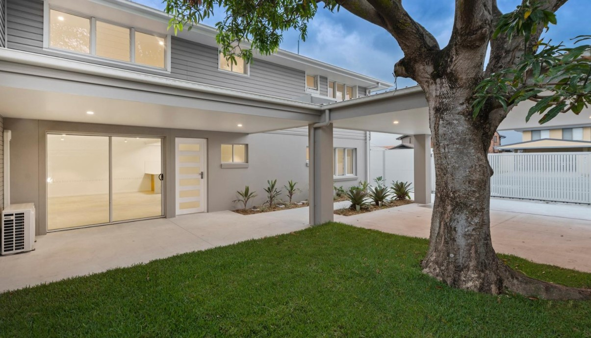 https://www.mcgrath.com.au/391-bayview-street-street-hollywell-qld-4216-for-sale-479611