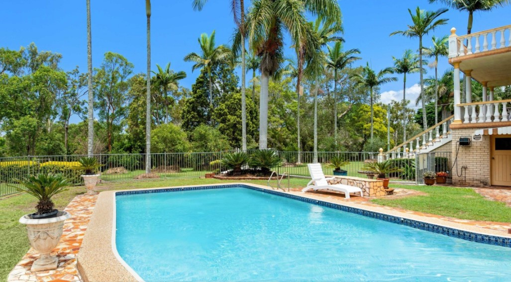 Classic Grandeur Atop Belmont's Finest Acreage Land (QLD Sotheby's International Realty)
