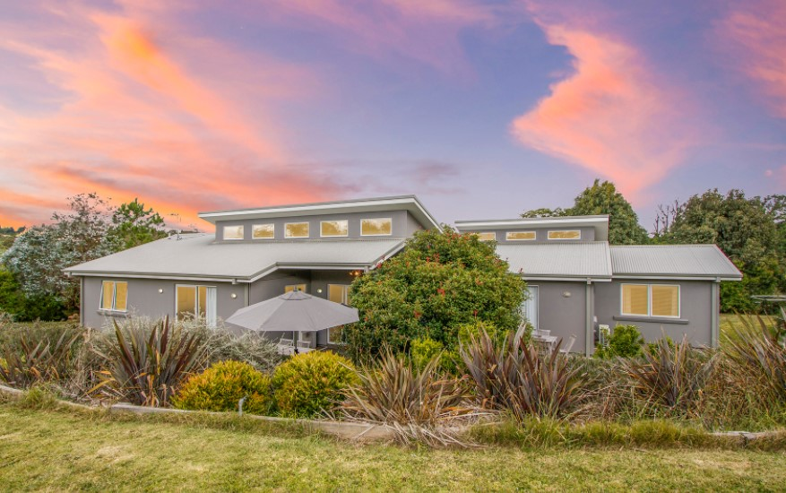 Light, Bright and Modern Dual Living Home on 2 Acres (Laing and Simmons Armidale)