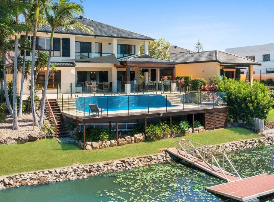 Exceptionally Renovated, North-Facing Waterfront Entertainer (Kollosche)