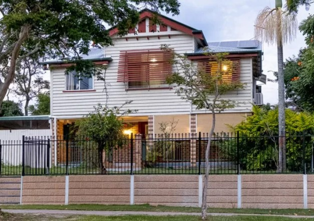 Location and Lifestyle Unite with a Charming Queenslander (Leo Tsimpikas)