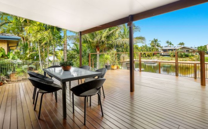 https://www.kollosche.com.au/28-wyuna-street-broadbeach-waters-qld-6469406/