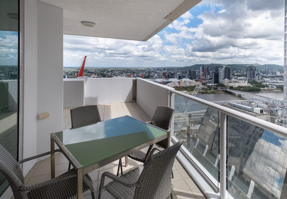 Exceptional CBD Apartment – Fully Furnished and Move in Ready! (Leo Tsimpikas)