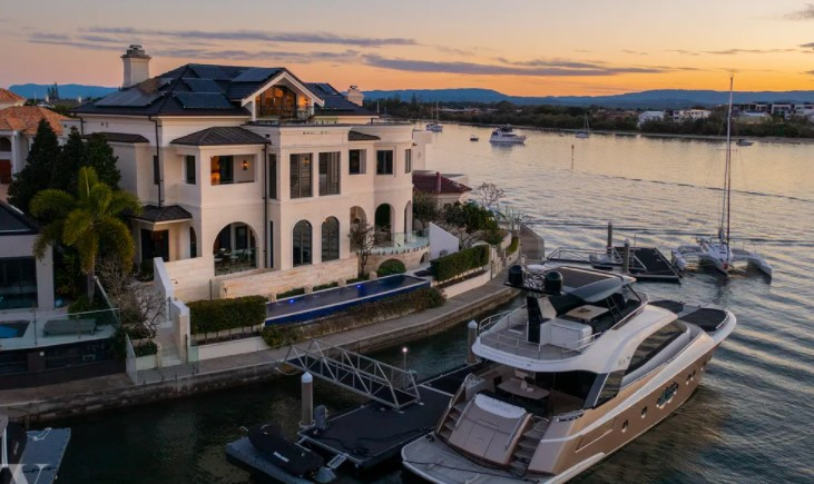 Flawless North-Facing Sovereign Islands Estate – The Pinnacle of Exquisite Luxury (Ivy Realty)
