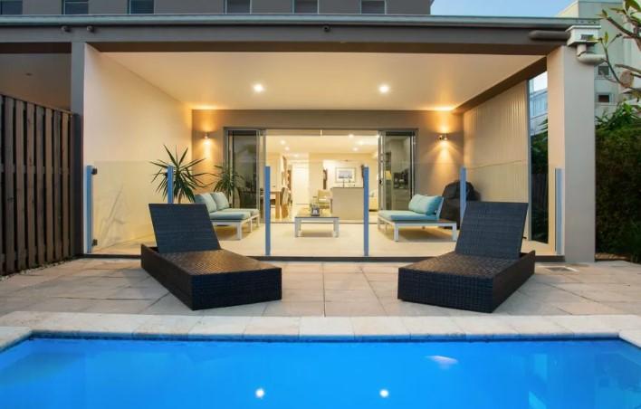 https://www.realestate.com.au/property-duplex+semi-detached-qld-benowa-136786978