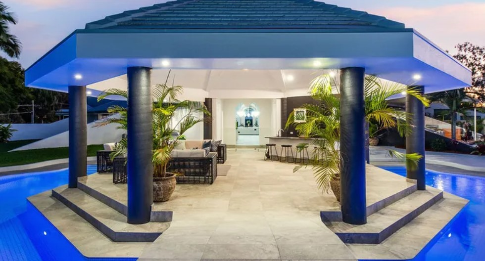Unique and Unrivalled Luxury: Iconic Resort-style Oasis (Hope Island Realty)