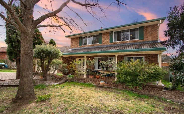Classic Brick Family Entertainer on a Massive 975m2 Block (Laing and Simmons Armidale)