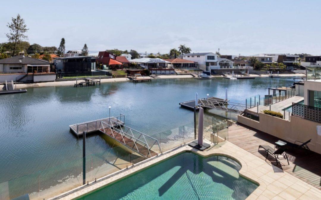 Prime Waterfront Residence in Exclusive Isle of Capri (Amir Prestige)