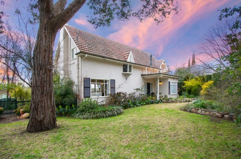 A Rare Family Treasure in South Armidale (Laing and Simmons Armidale)