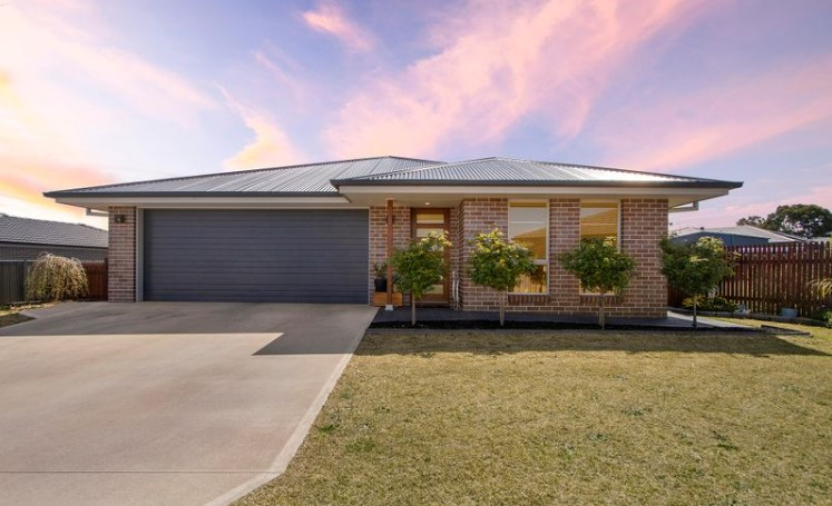 Carefree Family Paradise in North Armidale (Laing and Simmons Armidale)