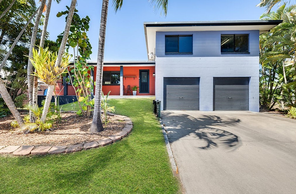 Modern Sanctuary, Moments from the Beach (Remax Mackay)