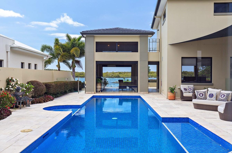 https://www.realestate.com.au/property-house-qld-sanctuary+cove-137546334