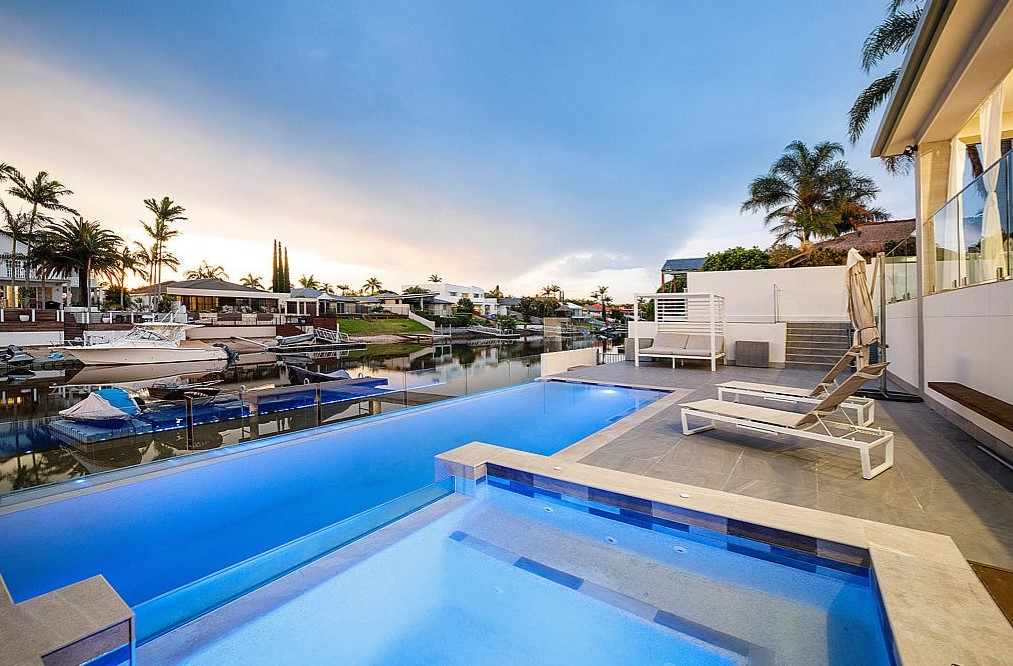 Contemporary Entertainer of the Highest Quality (Harcourts Coastal)