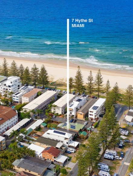 Original Beach Cottage, Footsteps From The Beach (Ray White Burleigh Group)